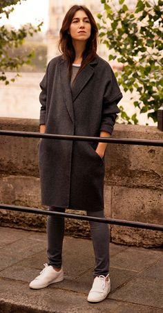 Le look Manteau oversize Comptoir des Cotonniers porté par Charlotte Gainsbourg