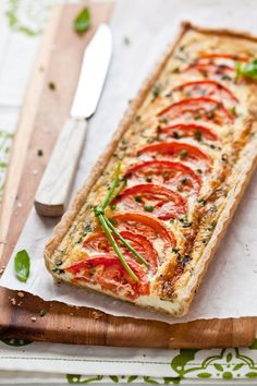Tartelette - Tomato Chive Quiche great for Easter brunch I Love Food, Good Food, Yummy Food, Tasty, Breakfast And Brunch, Quiches, Great Recipes, Favorite Recipes, Vegetarian Recipes