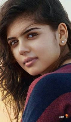 Why Is Everyone Talking About Kalyani Priyadarshan? Beautiful Girl Photo, Beautiful Girl Indian, Most Beautiful Indian Actress, Cute Beauty, Beauty Full Girl, Beauty Women, Indian Natural Beauty, Indian Beauty Saree, Beautiful Celebrities