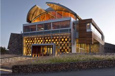 Inside Williams Selyem's Incredible winery in Healdsburg -- a modern building based in the traditional values of Sonoma Healdsburg Wineries, Healdsburg California, Sonoma Wineries, California Wine, California Homes, Sonoma California, Caves, Sangria Wine, Barolo Wine