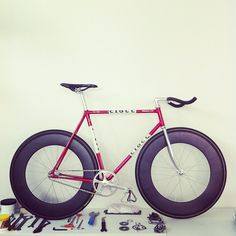 Fixie. Nice. ........ This bike looks cool! It will look cooler and safer if it has wheel lights. Check out our bike wheel lights at www.activ-life.com.activ-lites