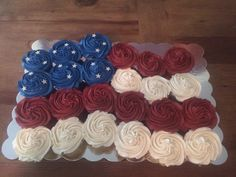 American Flag Pull Apart Cake For The An American Flag pull apart cake to celebrate the Yellow cake cupcakes topped with Vanilla. 4th July Cupcakes, Yellow Cake Cupcakes, Ladybug Cupcakes, 4th Of July Cake, Holiday Cupcakes, Giant Cupcakes, Flower Cupcakes, Birthday Cupcakes, Snowman Cupcakes