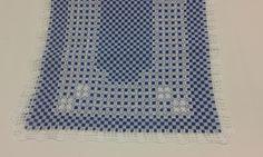 caminho de mesa xadrez azul bordado em ponto cruz duplo
