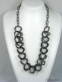 Bronskleurige volledig metalen halsketting. €9,95