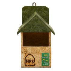 Proudly made in India with 100% recycled wood Color : Brown Care Instruction : Clean it gently Disclaimer: The bird's might take few days to few months to visit the bird feeder as it's a natural process and depends upon the presence of birds in your locality, the bird feeder…
