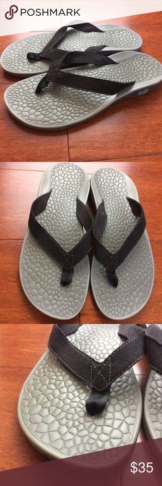 44ff623bb8c2 CHACO Sz. 7 FLIP FLOPS Sandals BLACK Gray Thong CHACO Womens Sz. 7 FLIP  FLOPS Sandals BLACK Gray THONG Slides COMFORT Chaco Shoes Slippers