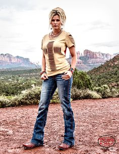Red Rocks Red Rocks,Mixery Love the top. Country Style Outfits, Country Girl Style, Country Fashion, My Style, Big Country, Country Women, Western Chic, Western Wear, Fall Outfits