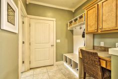 Traditional Mud Room with KraftMaid Cabinetry Ginger with Sable Glaze Maple Square Recessed Panel Cabinet Door, Crown molding