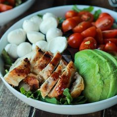 Healthy Lunches for Work - Avocado Caprese Chicken Salad with Balsamic Vinaigrette - Easy, Quick and Cheap Clean Eating Recipes That You Can Take To Work - Weekly Meals That Are Great for Health Fitness and Weightloss - Low Fat Recipe Ideas and Simple Low Quick Easy Dinner, Quick Dinner Recipes, Easy Healthy Dinners, Healthy Salads, Easy Healthy Recipes, Quick Easy Meals, Healthy Lunches, Big Salads, Protein Dinners