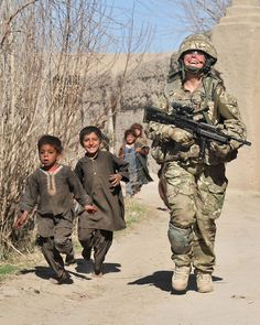 A British Army female medic from D Company, 1 YORKS shares a laugh with local children in Afghanistan during a patrol in Army Medic, Army Police, Combat Medic, Medical Quotes, Sniper Training, Female Marines, British Armed Forces, Military Women, Modern Warfare