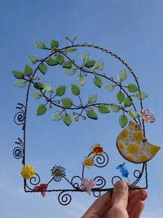V plné slávě. Wire Crafts, Diy And Crafts, Arts And Crafts, Wire Wrapped Jewelry, Wire Jewelry, Copper Wire Art, Wire Wreath, Wire Trees, Sculpture