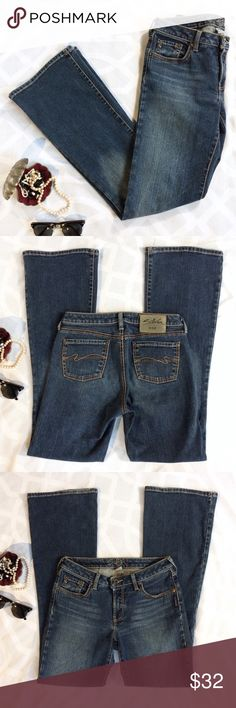 SILVER JEANS Mid Rise Bootcut Jeans SILVER JEANS Mid Rise Medium Blue Denim Wash Bootcut Jeans. Zip Fly. Five Pocket. Long & Slightly Flared. Classic. Cool. For Festival Season & All Year Round.    Condition: Good/Used. Wear on Hem (see Photo).   Material: 99/1 Cotton/Elastane  Style:  L1372STRU 1224B Size: 28/33 Waist (flat): 15in Rise (front): 8in Inseam: 31.5in Leg Opening (flat): 9.5in Silver Jeans Jeans Boot Cut
