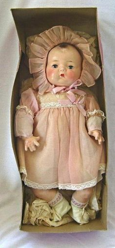 Vintage Toys How sweet, Horsman Composition Baby Doll in Original Clothing and Box. Victorian Dolls, Vintage Dolls, Photographie Post Mortem, Paper Dolls, Art Dolls, Dolls Dolls, Fabric Dolls, Ugly Dolls, Little Doll