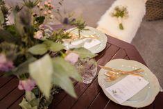 Una mesa de terraza puede ser una estupenda mesa presidencial para dos #decoracion #mesa #banquete #dorado #rosa #boda Gift Wrapping, Table Decorations, Gifts, Image, Furniture, Home Decor, Banquet, Mesas, Wedding