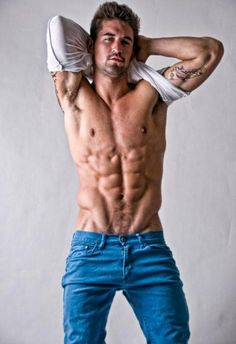Benjamin Godfre lifts his teeshirt to reveal his shredded body Benjamin Godfre, Male Beauty, Male Body, Perfect Body, Cute Guys, Male Models, Jeans, Beautiful Men, Handsome