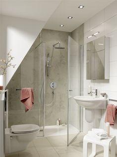 Met onderhoudsvriendelijke wandpanelen van HSK of bijpassende tegels wordt uw nieuwe douche door Sanidrõme precies op maat, snel én vakkundig in uw bestaande badkamer geïntegreerd.