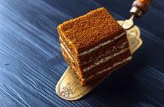 A marlenka az örmények mézes krémese. Szemkápráztató és fantasztikusan finom süti. Hungarian Recipes, Hungarian Food, Sweets Cake, No Bake Cake, Tiramisu, Good Food, Food And Drink, Cookies, Baking