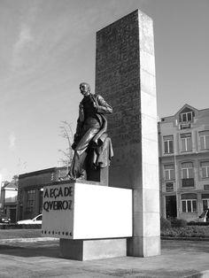 Monumento a Eça de Queirós, Póvoa do Varzim. Escultura de Leopoldo de Almeida. 1950. Bento d´Almeida, Victor Palla Architects.