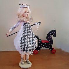 Белая Пешка не бьет Черного Коня. берегите животных!!!  одним кликом по ссылке в профиле можно посмотреть цену, технические характеристики,  больше фото