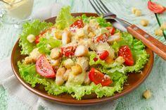 """Салат """"Цезарь"""" с курицей и помидорами, ссылка на рецепт - https://recase.org/salat-tsezar-s-kuritsej-i-pomidorami/  #Салаты #блюдо #кухня #пища #рецепты #кулинария #еда #блюда #food #cook"""