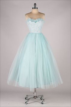 vintage 1950s dress . We could totally make this. We should make dresses this summer