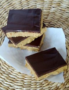 Dark Chocolate Peanut Butter Bars - easy to make in less than 10 min.