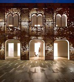 restauro da edificação grego-romana destruído em incêndio 30 anos atrás.  Palazzo de Vigonovo, Veneza