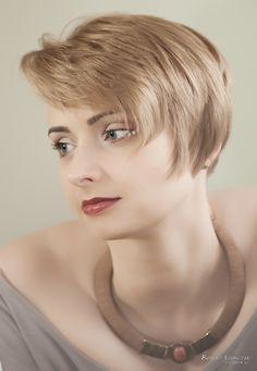 Fotograf: Robert Szymczak  Modelka: Anna Woldanowska MUA, włosy i stylizacja: Marta Lityńska  Polub mnie na Facebooku: https://www.facebook.com/MartaLitynskaMSB  A to mój Instagram: https://instagram.com/martasarablanka