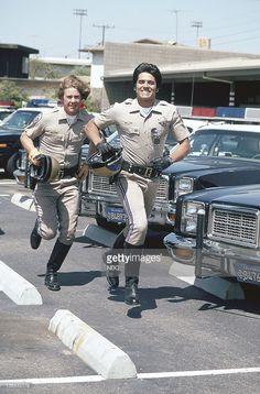 Larry Wilcox as Officer Jon Baker, Erik Estrada as Officer Francis. Larry Wilcox, Pixar Movies, Sci Fi Movies, Movie Tv, Chips Series, Gta, Heroes Reborn, Cop Show, 70s Tv Shows