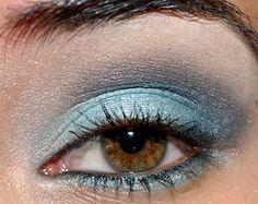 Holiday Makeup: Icy Blue Smoky Eyes