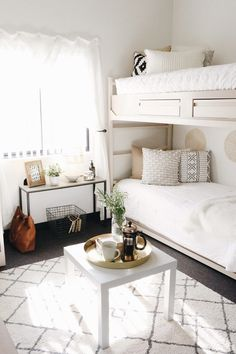 How to Style Your Dorm So That It Doesn't Feel Like a Dorm | DARLING