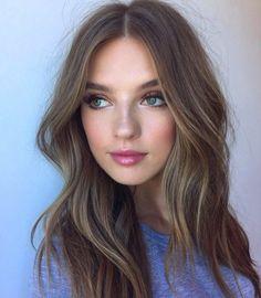 Procurando inspiração de maquiagem para o dia? Veja essa seleção com 40 fotos de maquiagens incríveis pra você arrasar! Do ponto de luz ao batom vermelho.