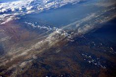 De Gijón a Bilbao, la Bahía de Vizcaya, con una filigrana de nieve sobre la Cordillera Cantábrica. Es una de las fotos más recientes de España captadas por la ISS, ya que fue subida a Twitter por Sam Cristoforetti, una de las astronautas actualmente en la estación espacial, el pasado 20 de enero. España vista desde el cosmos | Ciencia | EL PAÍS