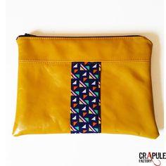 Pochette cuir de créateur pop LOUISON original  Cuir jaune satiné bande forme geometrique style années 80 maroquinerie artisanale  femme  fait main - Made iN France -  pour le maquillage chic cadeau noel  CréAtion : CrApule FActOry