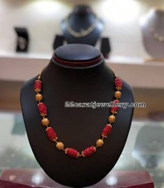 Necklace Set Gold For Mom without Jewellery Shops Nearby long Gold Necklace Set Box, Gold Plated Necklace Set Online India not Jewellery Gold Near Me Fancy Jewellery, Gold Jewellery Design, Bead Jewellery, Beaded Jewelry, Beaded Necklace, Jewellery Shops, Gold Necklace, Necklace Set, Mango Necklace