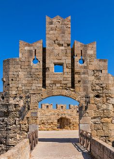 Medieval city walls defend the old town of Rhodes on Rhodes Island, Greece. The Old Town is unusual for a Greek Island as it was built by the Hospital Knights and has a distinct medieval look. Ancient Ruins, Ancient Greece, Chateau Moyen Age, Rhodes Island Greece, Myconos, Belle France, Greek Isles, Greece Travel, Greece Cruise