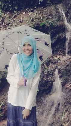 I'm not an umbrella girl , ehm just using it for my photo lol