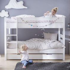 -Vous cherchez une solution pour disposer de 3 couchages dans une seule chambre ? Découvrez notre lit superposé Tom & Appoline de couleur blanche accompagné de son lit gigogne 90x190. Ce pack malin composé d'un lit fille ou garçon superposé et d'un lit gigogne vous permet d'obtenir 3 vrais couchages dans un espace réduit. Solide, confortable et design, ce lit enfant assurera des nuits pleines de douceurs à vos bambins et apportera de la douceur à la chambre enfant. Les lits en hauteur sont…
