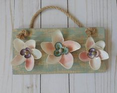 Seashell flowers - Birthday gifts for mom - Anniversary gift - Mother's Day gift ideas - Seashell wall decor - Beach decor - Home office Seashell Projects, Driftwood Crafts, Crafts With Seashells, Seashell Crafts Kids, Shell Flowers, Shell Decorations, Handmade Christmas Tree, Christmas Gifts, Driftwood Sculpture