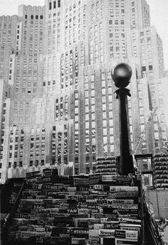 FRANK, Robert, « Metropolitan Life Inssurance Bulding-New York City », The Americans, Paris, Delpire, 1958, réd. New York, Aperture, 1959.