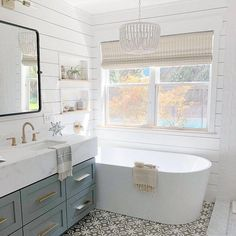 Bathroom decor for your master bathroom renovation. Discover bathroom organization, bathroom decor tips, master bathroom tile some ideas, master bathroom paint colors, and much more. Bathroom Styling, Bathroom Interior Design, Home Interior, Kitchen Interior, Design Bedroom, Baños Shabby Chic, Bathroom Colors, Bathroom Ideas, Bathroom Organization