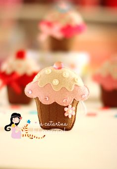 Ei Menina!: Cupcake de feltro ♡