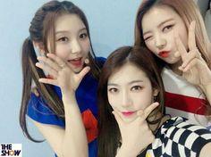 The show twitter update with PRISTIN . . #bigbang #exo #bts #got7 #seventeen #snsd #twice #gfriend #blackpink #redvelvet #apink #exol #army #carats #once #buddy #blink #pinkpanda #followforfollow #likeforlike #fangirl #fanboys #korea #kpopers #kpop #PRISTIN #PRISTINZONE #photopristinzone