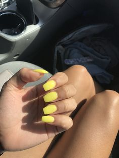 What Christmas manicure to choose for a festive mood - My Nails Coffin Nails, Gel Nails, Acrylic Nails, Acrylics, Spring Nails, Summer Nails, Christmas Manicure, Nagel Gel, Yellow Nails