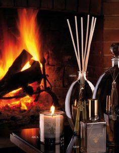 Il Viaggio - i serien ingår roomspray, reed diffusers och doftljus i flera storlekar.  10 olika dofter med inspiration från olika destinationer runt om i världen. Från Villa Buti.