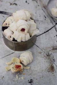 Biscuiti cu bezea si gem/ Non Plus Ultra Best Pastry Recipe, Pastry Recipes, Cake Recipes, Dessert Recipes, Desserts, New Dessert Recipe, A Food, Food And Drink, Non Plus Ultra