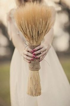 Lovely dried wheat bouquet for a fall wedding | http://www.beautiful-bridal.blogspot.com/