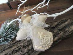 este es un lindo angel ornamento de la navidad para decorar el rbol de navidad