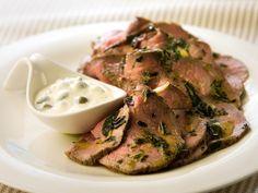 Marinoitu paahtopaisti ja piparjuuri-kapriskastike Roast Beef, Steak, Pork, Baking, Recipes, Foods, Drinks, Pork Roulade, Food Food