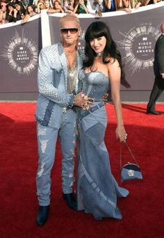 Katy Perry arrived to the VMAs in denim Versace with rapper Riff Raff á la Britney Spears and Justin Timberlake in Katy Perry, Outfits 2014, Crazy Outfits, Denim Outfits, American Music Awards, Justin Timberlake, Britney Spears, Throwback Outfits, Rapper